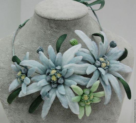 Колье на шею из эдельвейсов. Цветы из шелка