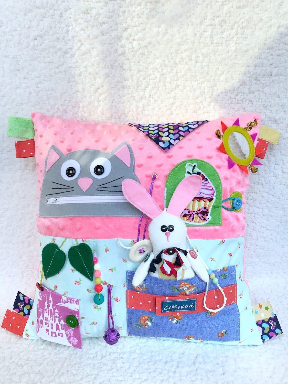 Развивающая игрушка подушка Алиса в стане Чудес, Подарки для новорожденных, Москва, Фото №1