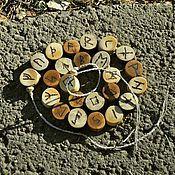 "деревянный браслет ""Футарк"""