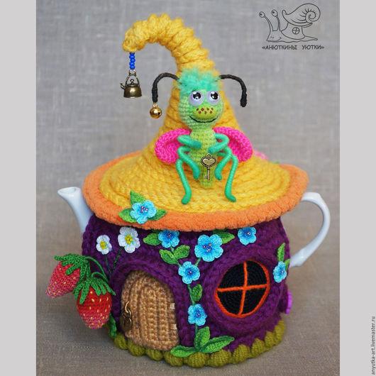 """Кухня ручной работы. Ярмарка Мастеров - ручная работа. Купить Грелка на чайник """"Домик букашки и бабочки"""" (с чайником). Handmade."""
