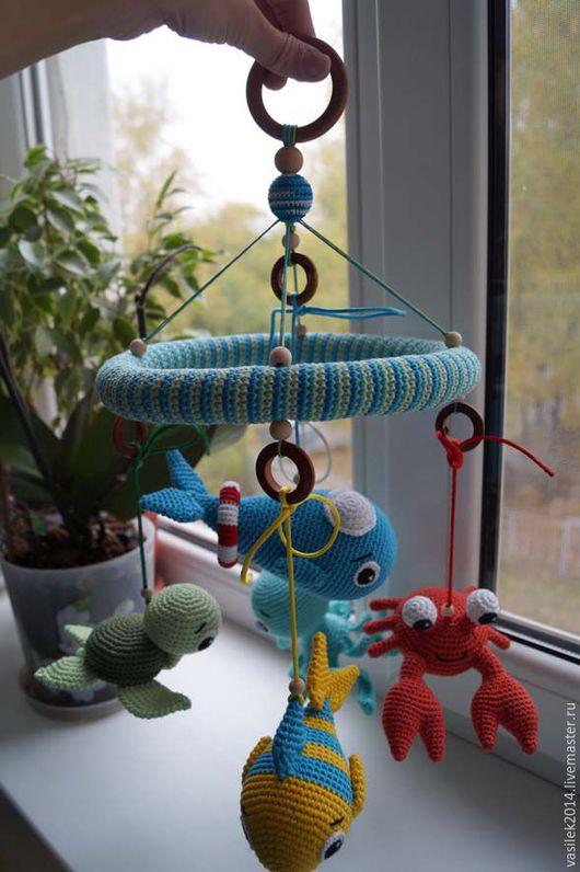 """Развивающие игрушки ручной работы. Ярмарка Мастеров - ручная работа. Купить Мобиль на кроватку  """"Морские глубины"""". Handmade. Разноцветный, мулине"""