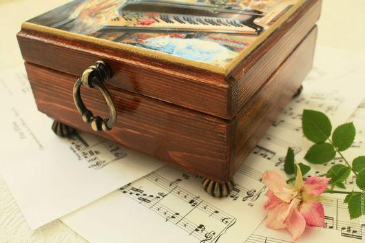 Шкатулка ручной работы `Музыка души`. Фрагмент декора.