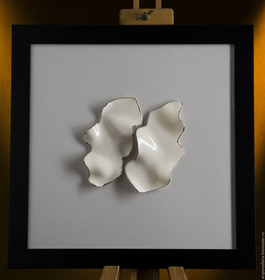 Фарфоровые элементы на стекле в рамке.  Размеры: 38х38 см и 33х33 см. Предмет ручной работы.