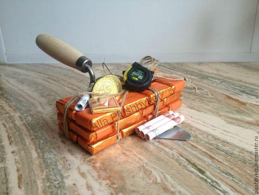 Персональные подарки ручной работы. Ярмарка Мастеров - ручная работа. Купить Сувенир для строителя из конфет. Handmade. Рыжий, сладкий кирпич