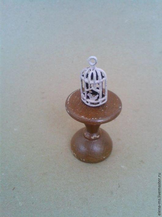Миниатюра ручной работы. Ярмарка Мастеров - ручная работа. Купить Столик с клеткой мини. Handmade. Коричневый, столик, игрушечный стол
