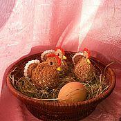 Сувениры и подарки ручной работы. Ярмарка Мастеров - ручная работа Вязаная пасхальная курочка. Handmade.
