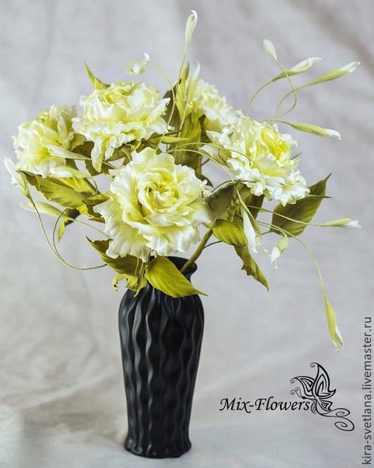 Интерьерный букет роз `Белый мастер`.  100% шелк. Ручная работа. Японские ткани. Высота 30-35 см.