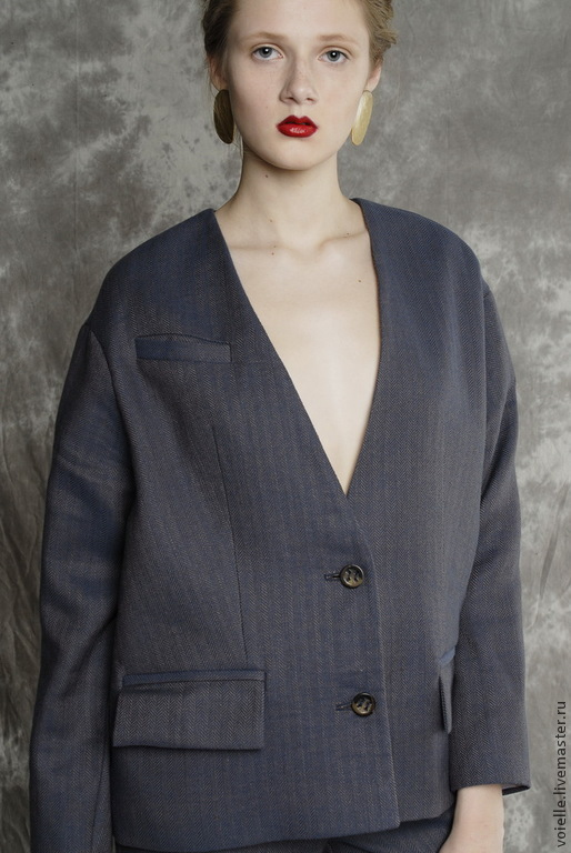 Женские костюмы из шерсти