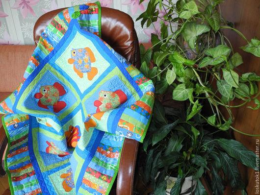 Пледы и одеяла ручной работы. Ярмарка Мастеров - ручная работа. Купить детское лоскутное одеяло с аппликациями из ткани ТРОПИЧЕСКИЕ РЫБКИ. Handmade.