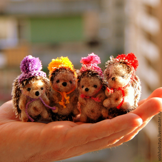 Игрушки животные, ручной работы. Ярмарка Мастеров - ручная работа. Купить Ежики в шапочках, 5 см. Handmade. Коричневый