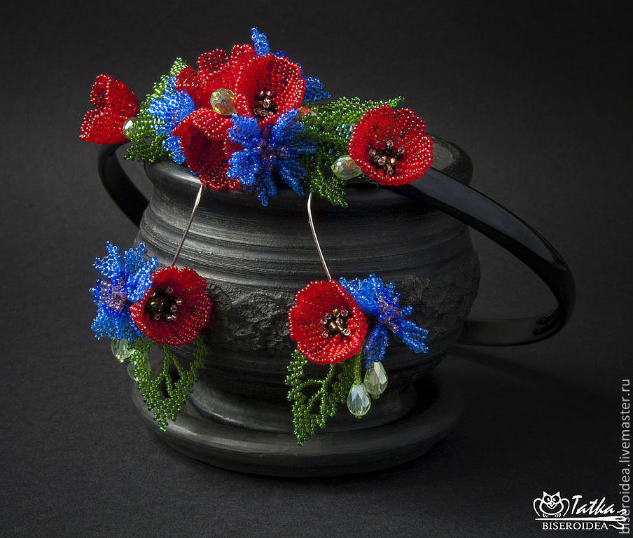 Beaded set for hair with miniature poppies and cornflowers. Includes a hairbow and earrings.