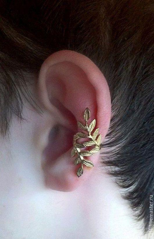 Кафф `Ветка`изготовлен из розового золота 585 пробы. Без прокола. Примерный  вес 2.5гр. Хорошо держится на ушке, облегая его.