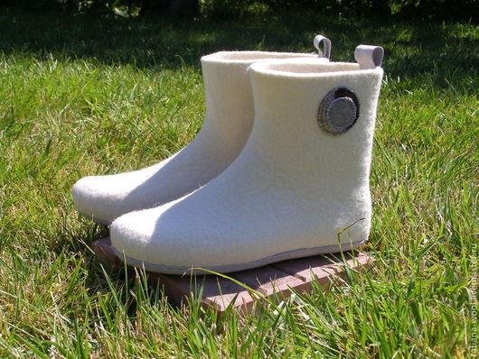 """Обувь ручной работы. Ярмарка Мастеров - ручная работа. Купить Домашние валенки """"Для принца на белом коне"""". Handmade. Белый"""