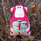 Куклы и игрушки ручной работы. Ярмарка Мастеров - ручная работа Антистрессовая игрушка обезьянка с пожеланиями к Новому Году. Handmade.