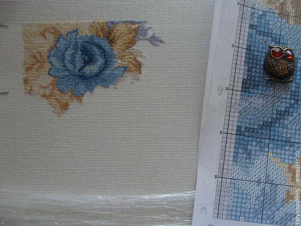 Подушка с вышивкой роза 75