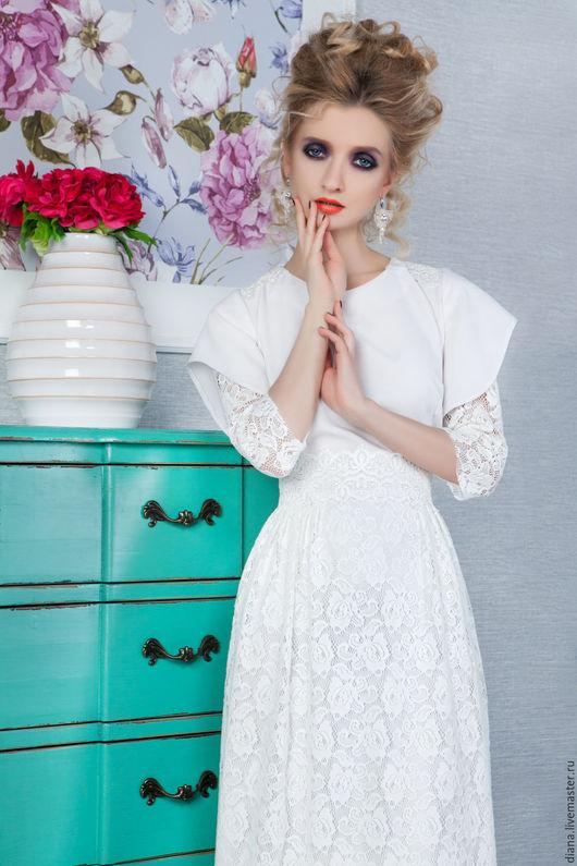 платье белое с кружевным рукавчиком