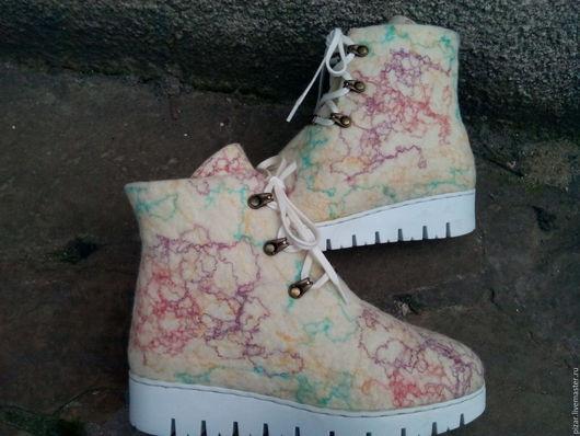 """Обувь ручной работы. Ярмарка Мастеров - ручная работа. Купить Валенки  ботинки  на зимней подошве """"Крем- брюле"""". Handmade. Бежевый"""