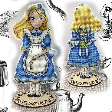 Для дома и интерьера ручной работы. Ярмарка Мастеров - ручная работа Вышивка крестом декор Алиса, заветный ключик. Handmade.