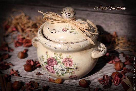"""Кухня ручной работы. Ярмарка Мастеров - ручная работа. Купить Керамический горшочек """"Шеббистый"""".. Handmade. Горшок, Декупаж, розовый"""
