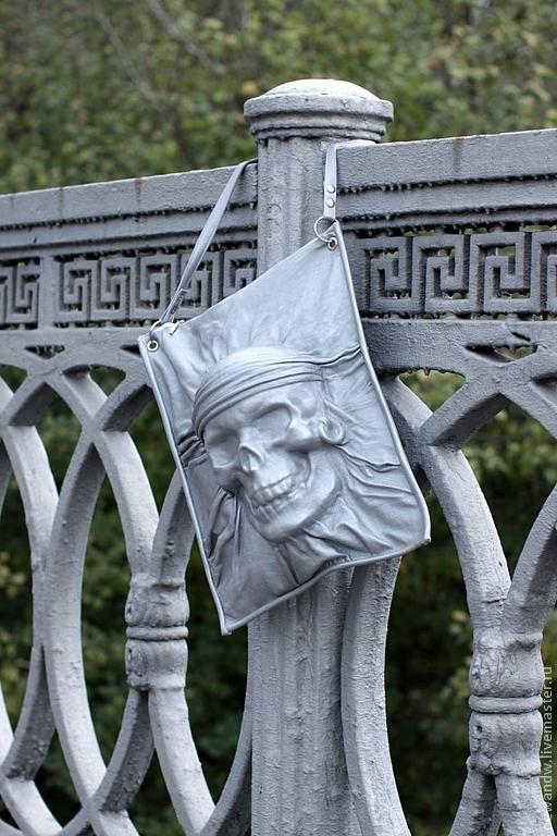"""Женские сумки ручной работы. Ярмарка Мастеров - ручная работа. Купить Серебряная сумка из натуральной кожи """"Рокерский череп"""" с эффектом 3D. Handmade."""