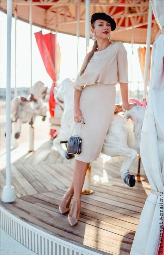 Платья ручной работы. Ярмарка Мастеров - ручная работа. Купить Шелковое платье-футляр с пелеринкой. Handmade. Бежевый, красивое платье