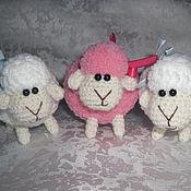 Куклы и игрушки ручной работы. Ярмарка Мастеров - ручная работа Овечка вязаная маленькая. Handmade.