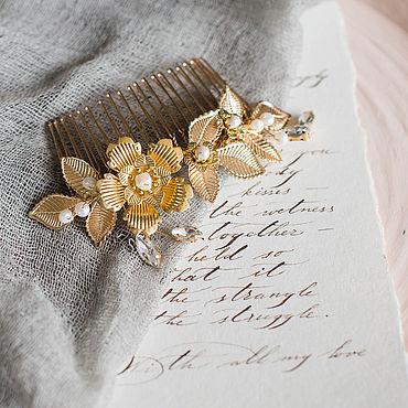 Свадебный салон ручной работы. Ярмарка Мастеров - ручная работа Золотой гребень с цветами, листиками и жемчугом, свадебный гребень. Handmade.