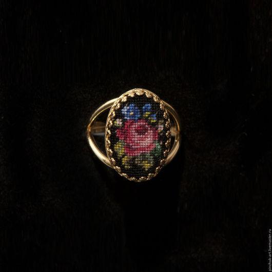 Кольца ручной работы. Ярмарка Мастеров - ручная работа. Купить Кольцо с розой на черном.. Handmade. Вышивка, украшения, бижутерия авторская
