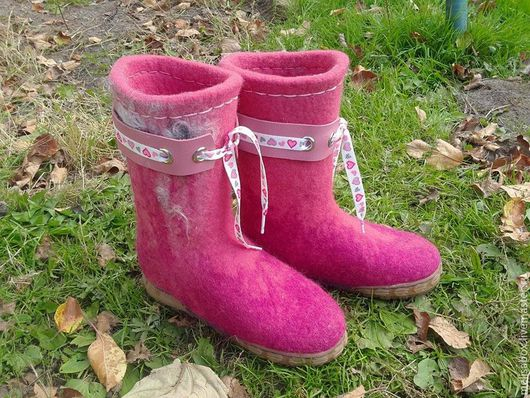 Обувь ручной работы. Ярмарка Мастеров - ручная работа. Купить Детские розовые валенки Непоседа. Handmade. Бергшаф, Валяние, бергшаф