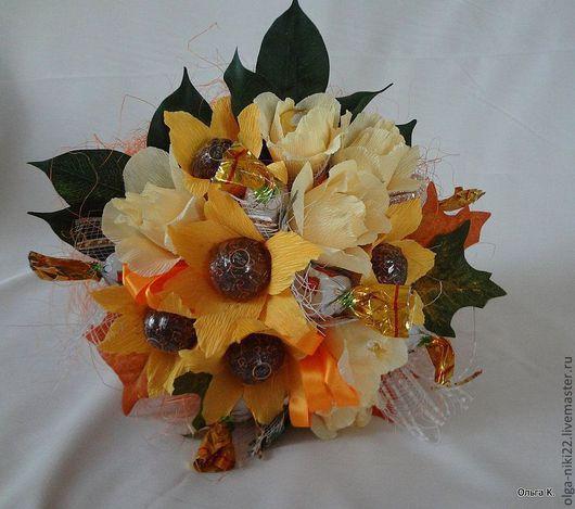 """Букеты ручной работы. Ярмарка Мастеров - ручная работа. Купить Букет из конфет """"Кремовые розы и лилии"""". Handmade. Оранжевый"""