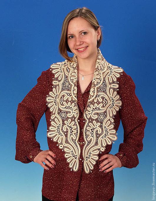 Вот так шарф-косынка выглядит на фигуре.