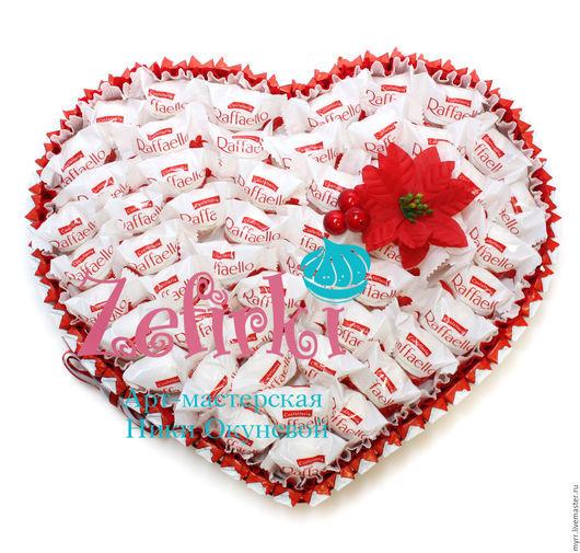 Букеты ручной работы. Ярмарка Мастеров - ручная работа. Купить СЕРДЦЕ из киндеров и Raffaello сердце из конфет подарок на свадьбу. Handmade.