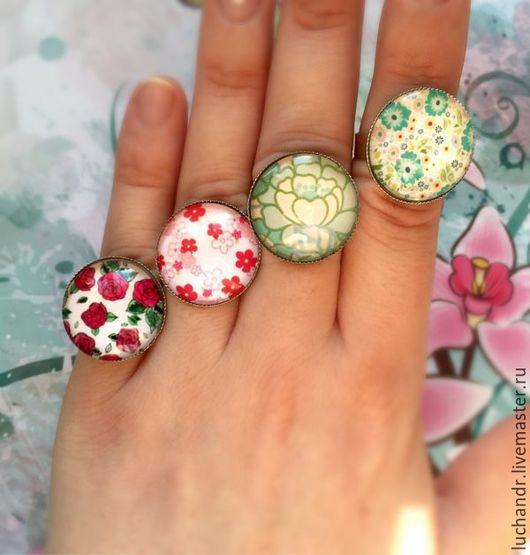 Купить Крупное кольцо с рисунком цветы, цветочки, мятный, зеленый, розовый, мелкие цветочки, нежность. Шебби шик. Растительный узор. Магазин Украшений Лозбенева Юлия