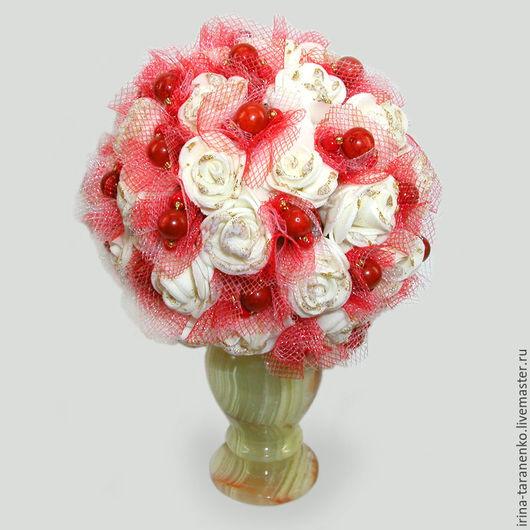 Цветы из коралла `Свадьба` в вазочке из оникса