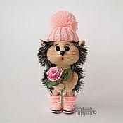 Куклы и игрушки ручной работы. Ярмарка Мастеров - ручная работа Вязаная игрушка Малышка Ёжичка с розочкой. Handmade.