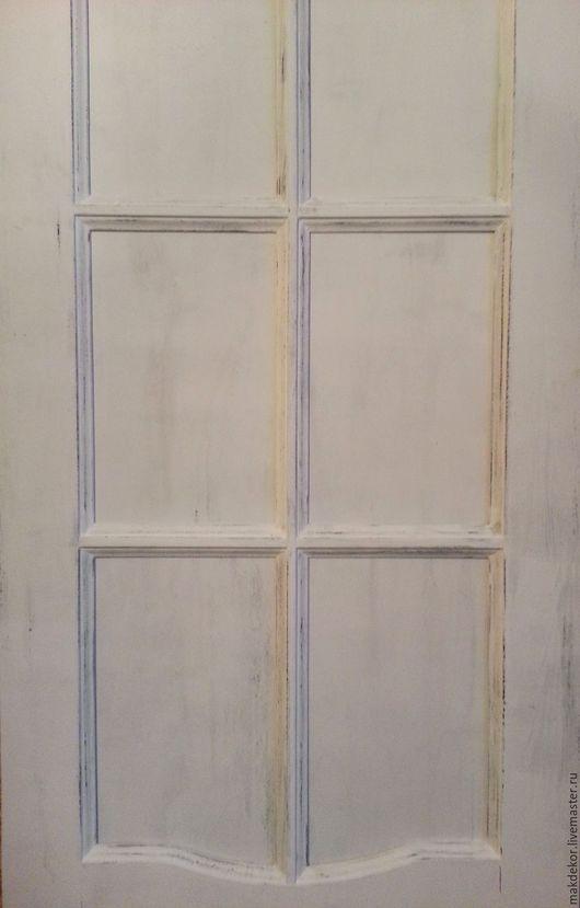 Двери белые с потертостями