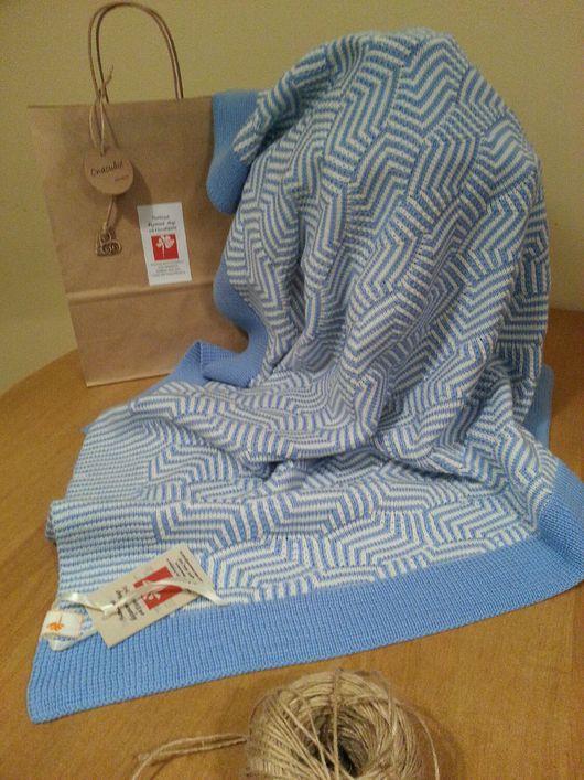"""Пледы и одеяла ручной работы. Ярмарка Мастеров - ручная работа. Купить Детское вязаное одеяло """"Голубой листик"""". Для мальчика. Для девочки.. Handmade."""