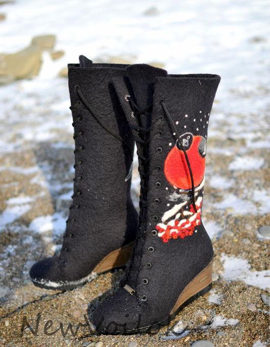 Обувь ручной работы. Валяные сапоги Снегири. NewVoilok. Стильная обувь, женские сапоги, зимняя обувь.