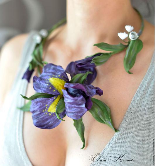 Колье, бусы ручной работы. Ярмарка Мастеров - ручная работа. Купить Цветочное колье из кожи Фиолетовые ирисы Ожерелье цветы. Handmade.