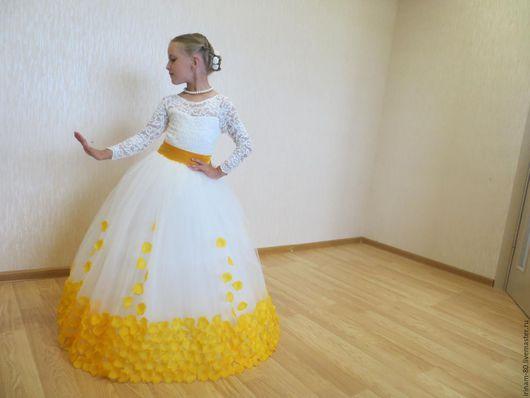Одежда для девочек, ручной работы. Ярмарка Мастеров - ручная работа. Купить Нарядное  платье с лепестками для девочки. Handmade. Кремовый