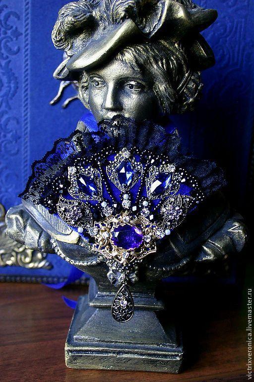Цвет синего - очень насыщенный,темно-глубокий...Снимок не передал, к сожалению,  всю красоту камня...