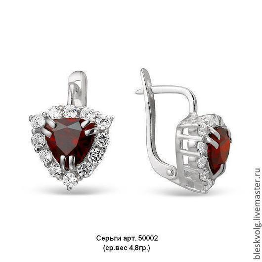 Цвет ` гранат `    ( цвет центрального камня можно подобрать почти любой по Вашему усмотрению ) к серьгам в моем магазине есть кольцо и браслет