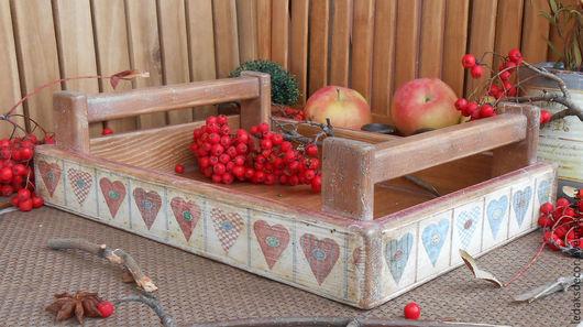 Старенький деревянный поднос из массива прекрасного сибирского кедра.