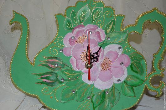 Часы для дома ручной работы. Ярмарка Мастеров - ручная работа. Купить Оригинальные часы на кухню.. Handmade. Зеленый, контуры акриловые