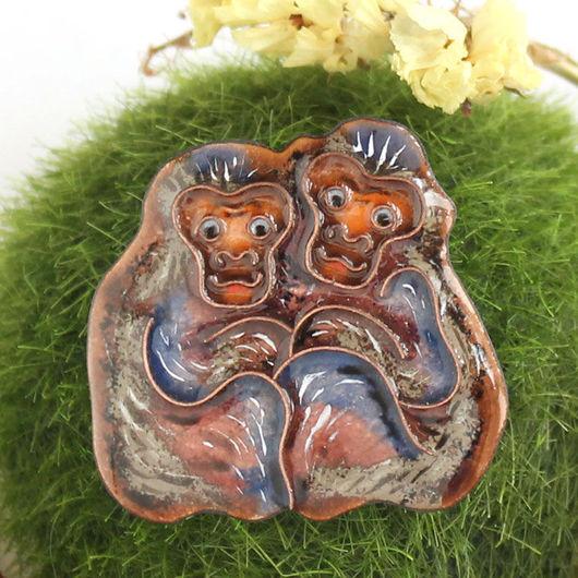 Броши ручной работы. Ярмарка Мастеров - ручная работа. Купить Брошь с обезьянками. Handmade. Белый, украшение обезьянка, обезьяна брошка