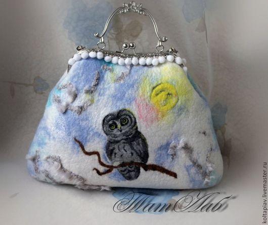 """Женские сумки ручной работы. Ярмарка Мастеров - ручная работа. Купить Войлочная сумка """"Совка"""". Handmade. Голубой, варежки валяные"""
