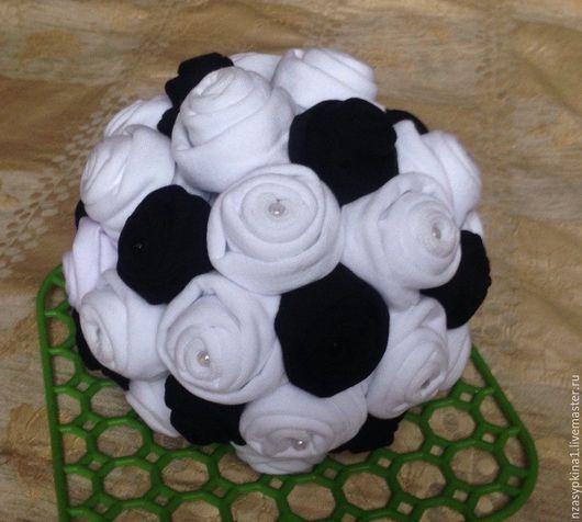 Подарки для мужчин, ручной работы. Ярмарка Мастеров - ручная работа. Купить Футбольный мяч из носков - подарок футболисту. Handmade. Белый