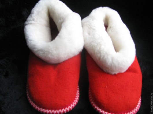 Обувь ручной работы. Ярмарка Мастеров - ручная работа. Купить Чуни подростковые.Натуральный мех овчины. Handmade. Ярко-красный