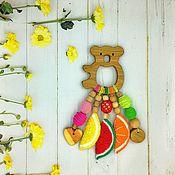 Слингобусы ручной работы. Ярмарка Мастеров - ручная работа Деревянный грызунок-погремушка фруктово-ягодный. Handmade.