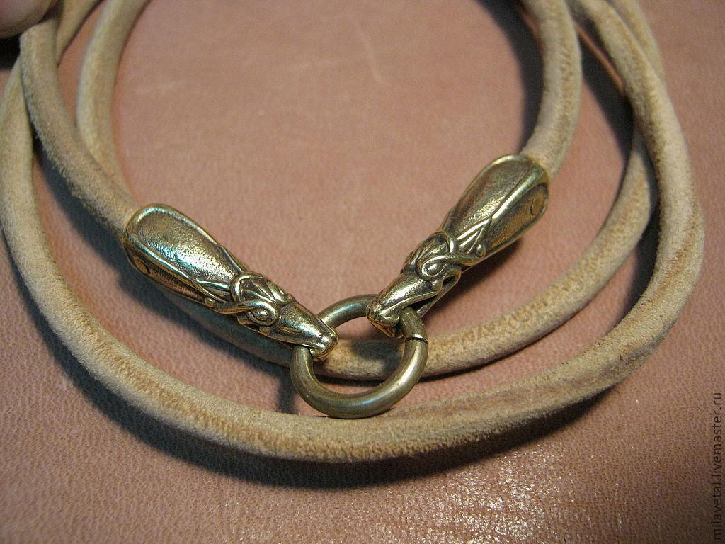Украшения с натуральных камней на кожаном шнурке в польше